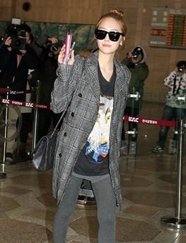 少女时代素颜现身机场 前往日本参加演出
