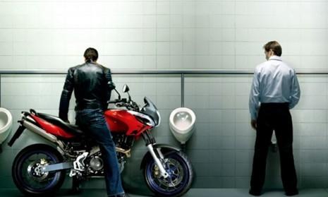 牛人是这样上厕所的