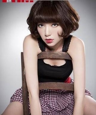 台湾第一美女郭雪芙拍性感写真 椅背挤胸显无辜